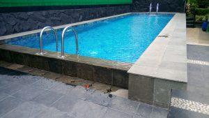 villa yang di lengkapi dengan kolam renang