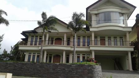 3 Villa Istana Bunga Untuk 110-150 Orang