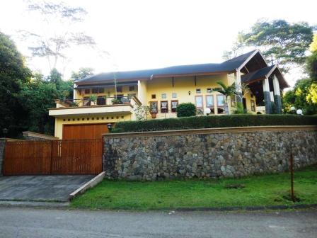 Villa I no 18 Kampung daun Trinity