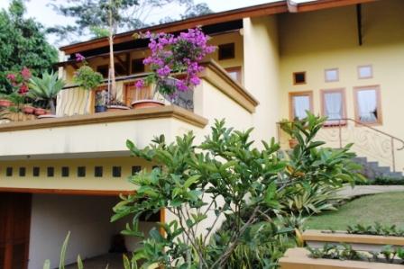 Villa Kolam Renang Pribadi Trinity Lembang Bandung